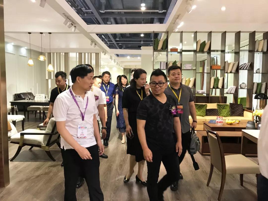 利豪客厅定制亮相杭州家具展,打造定制化客厅生活!